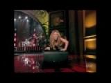 Shakira  She Wolf en una actuacion sexy
