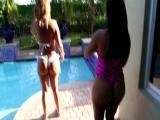 Mia and Jolina jugando con Aceite