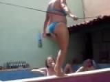 CRAZY !!! Una mujer intentando ser Sexy……