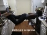 Aver que Pasa…? Morena equilibrista intentando algo en la cocina